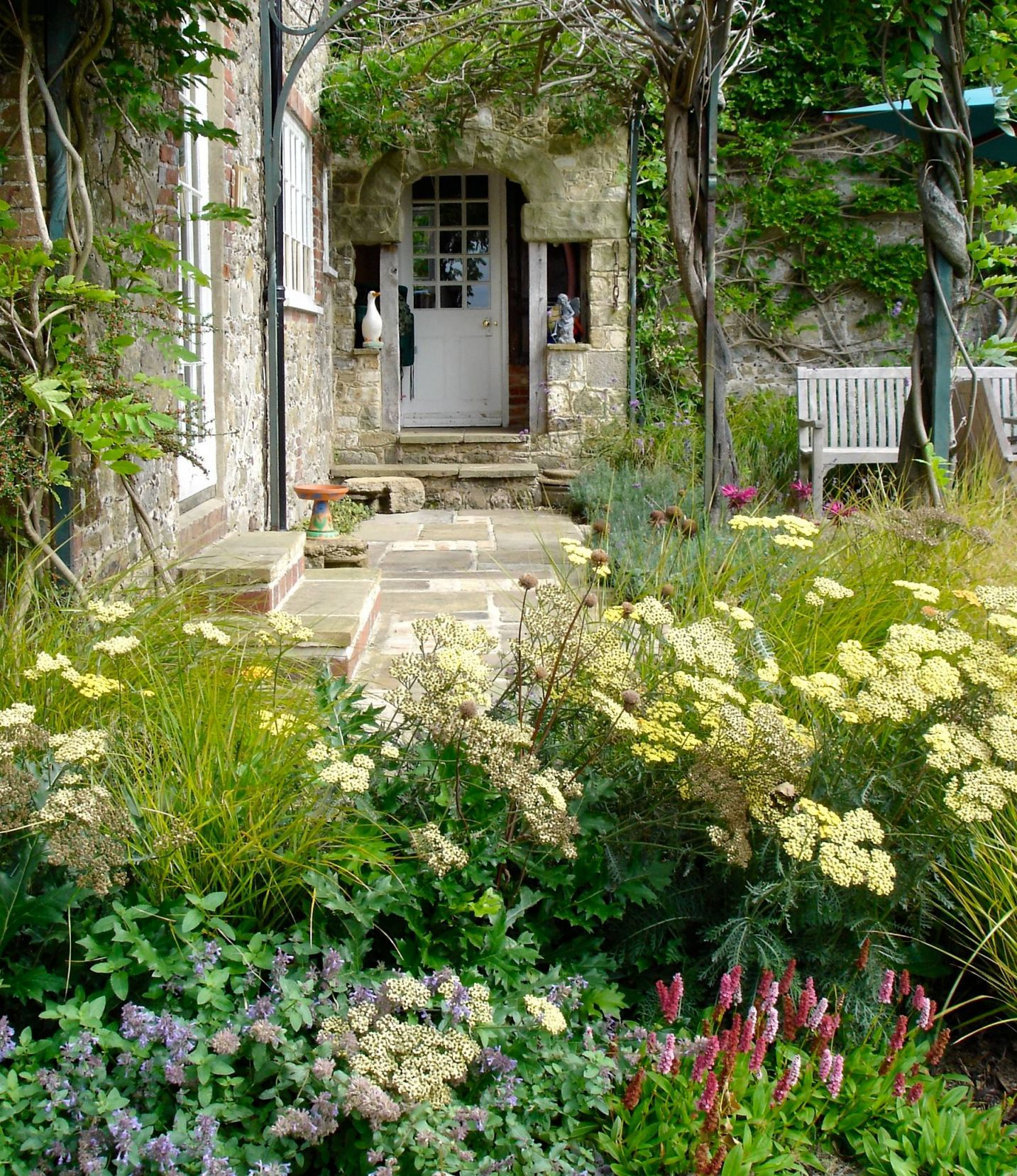 Nice Farmhouse Front Yard Landscaping Ideas