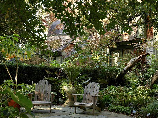 2006-10-15 13.51.29.jpg-Dream Garden- Adirondack Chairs