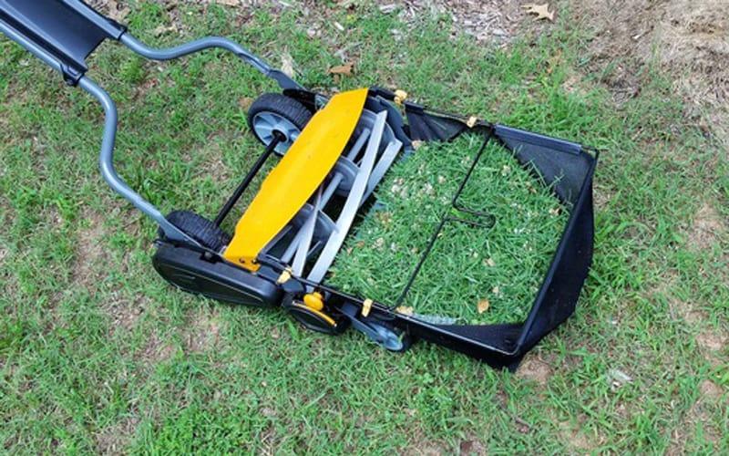 optional grass catcher on Fiskars reel mower