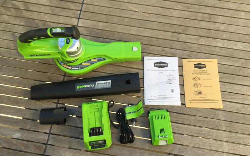 Greenworks-24-Volt-Sweeper-box-contents