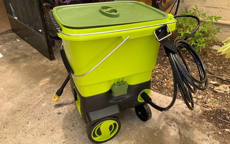 Sun-Joe-Cordless-Pressure-Washer-with-bucket