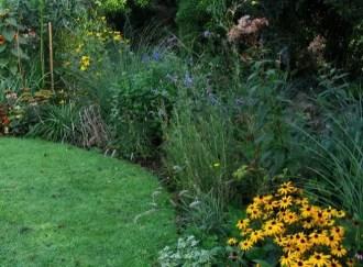 Suburban garden makeover mature 120