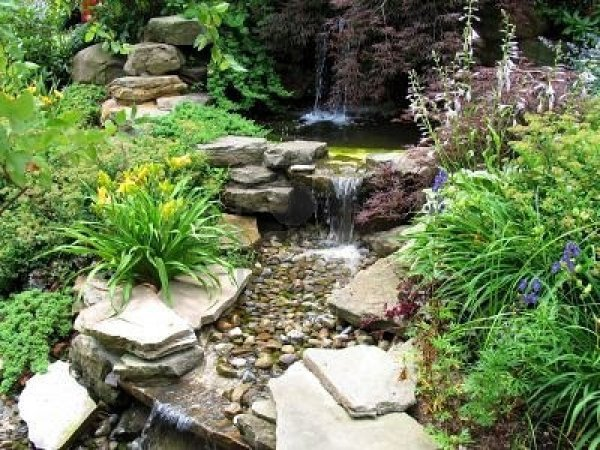 635637-close-of-small-stepped-waterfall-and-pool-in-landscaped-oriental-garden
