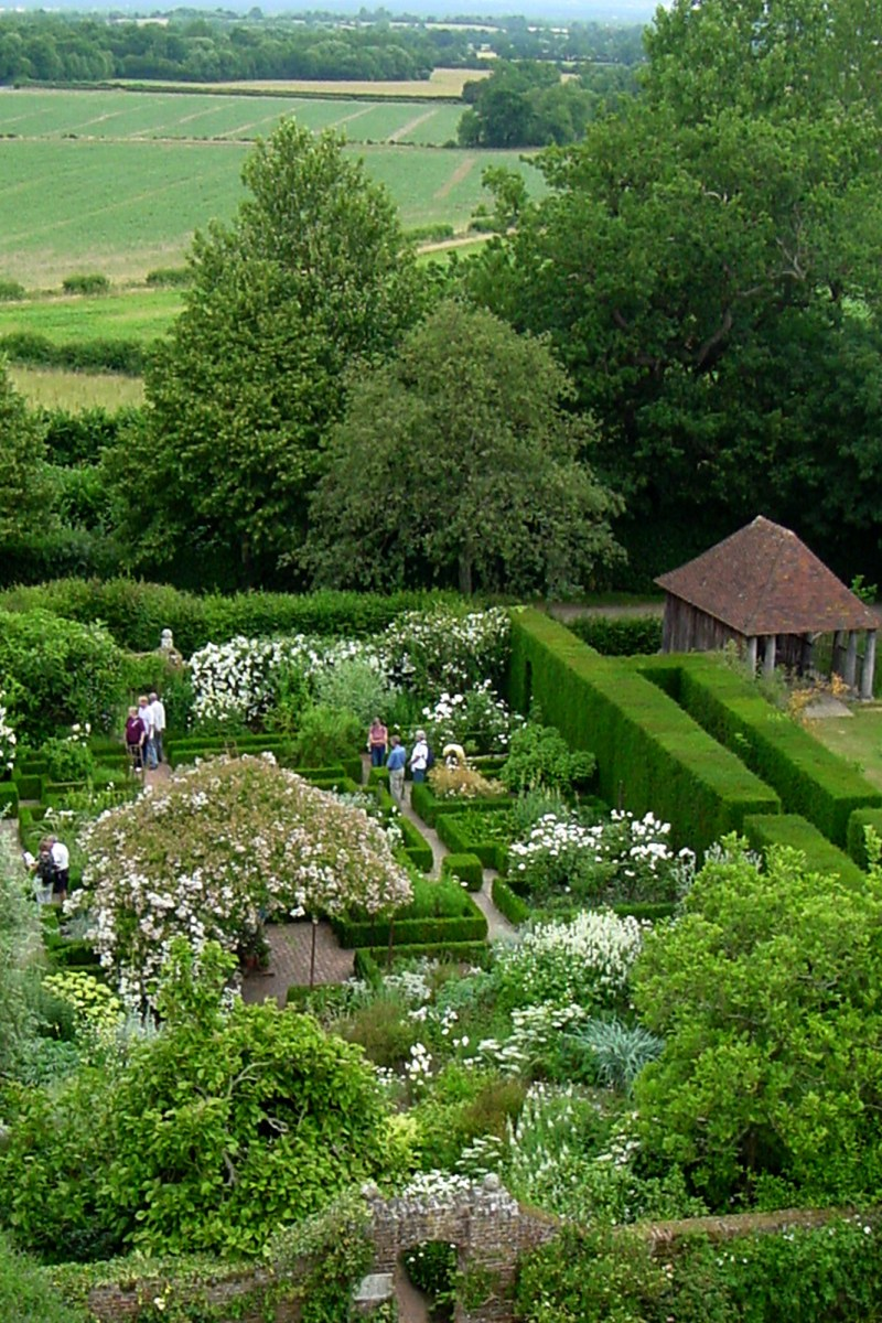 What Sissinghurst Taught Me About Garden Design
