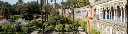 Alcazar-gardens-and-wall_slider