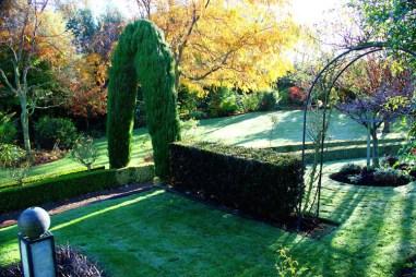 Cedar Park Gardens archway and fountain