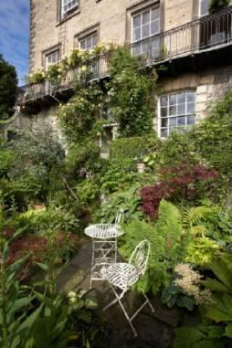 Millgate House spring garden