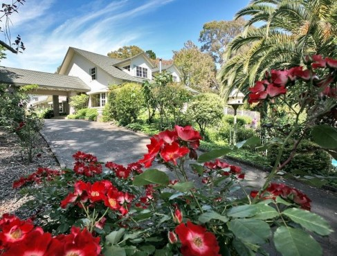 Pretty entrance at Havelock House, Hawke's Bay NZ