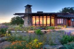 USA, California - APLD Award-winning design by David Thorne Landscape Architects Inc, Oakland CA