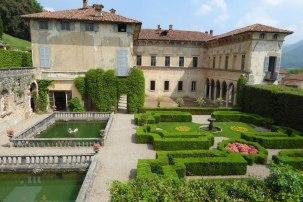Villa Cicogna Mozzoni Bisuschio