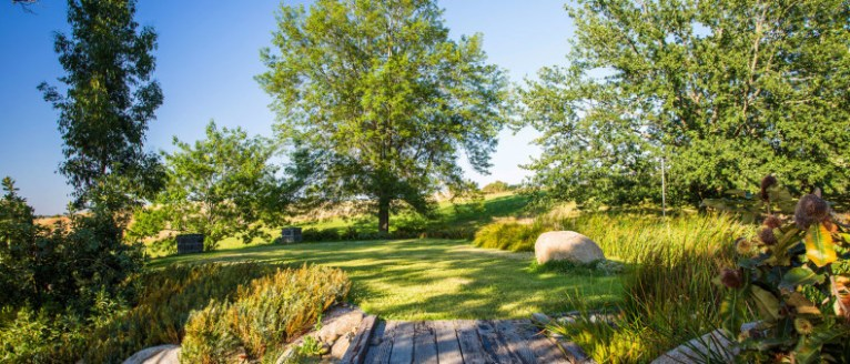 Lubra Bend, Yarra Glen, Victoria Australia. Photo courtesy of Claire Takacs photography. Landscaping by Phillip Johnson Landscapes.
