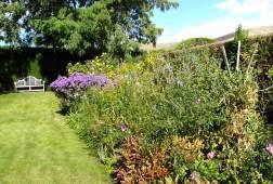 Hedged garden at Prospect House, Hamilton © denisbin/FlickrCC