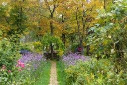 Perennial walk at Ueno Farm, Asahikawa. Photo: Helen Young