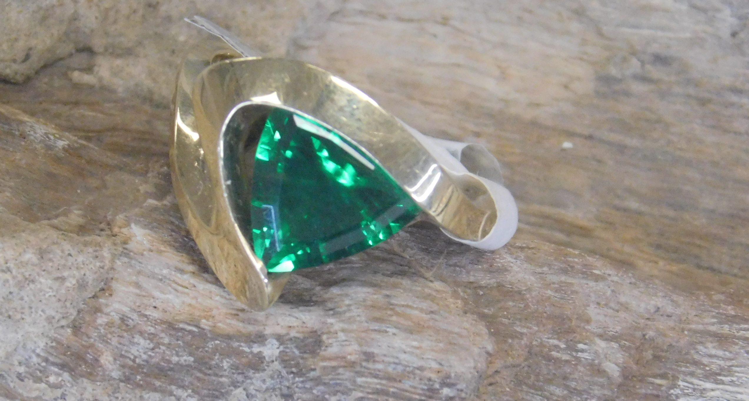 Designer Ring Green Garnet Gardiner