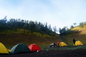 beberapa tenda di Ranu Kumbolo