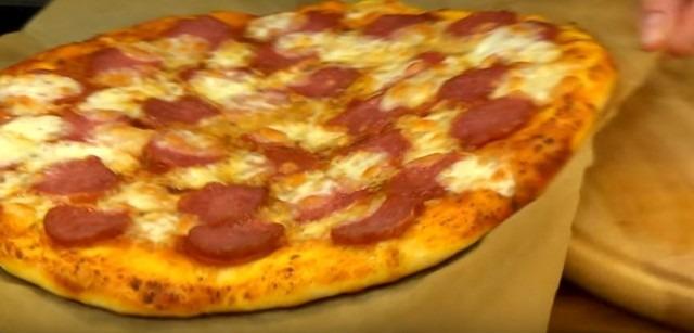 وصفة بسيطة ولذيذة للبيتزا في الفرن