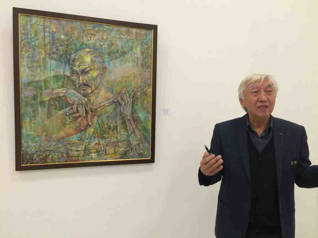Amalgeldy Mukhazanov explaining his painting