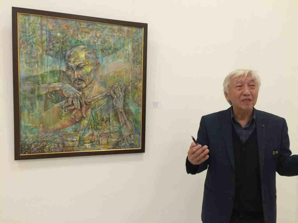 Amalgeldy Mukhazanov explaining his painting