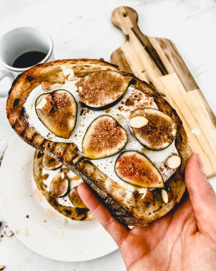 grilled toast with figs and honey
