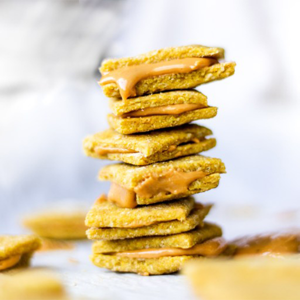 These Peanut Butter Cheese Crackers taste just like the classic, but are totally vegan and gluten-free! Ready with just 10 ingredients and 25 minutes, they're a healthy after school snack everyone will love. #peanutbutter #cheese #vegan #plantbased #snacks #kidfriendly #afterschool #cracker #nuts #protein #glutenfree #glutenfreerecipe #veganrecipes #easy #30mins
