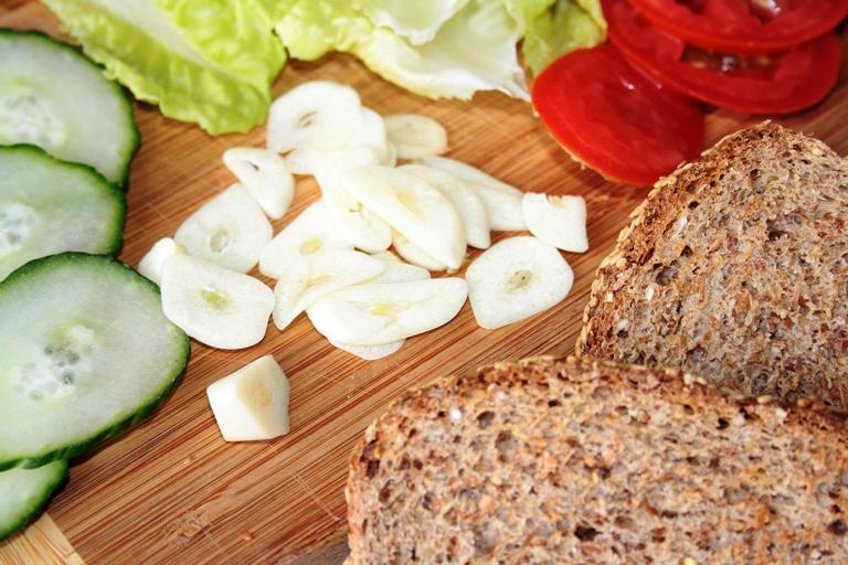 sliced, raw garlic, bread & fresh vegetables