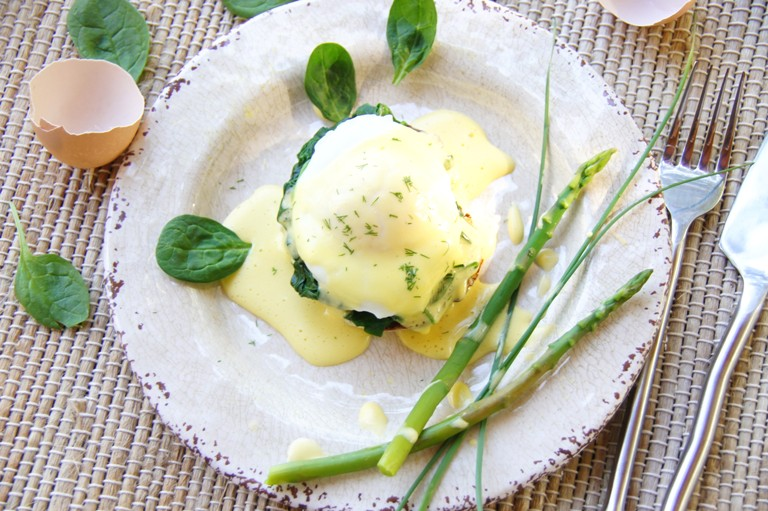 Eggs Florentine with Garlic Spinach