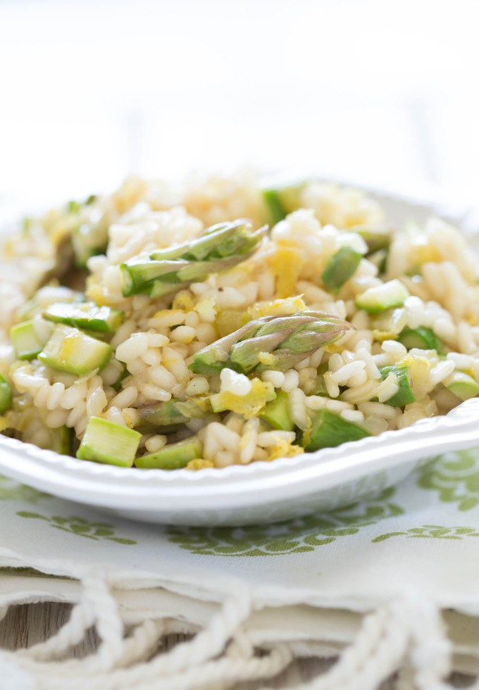Asparagus Lemon Risotto recipe is clean, simple and absolutely delicious. Super easy Spring dish idea - ready in under 40 min.
