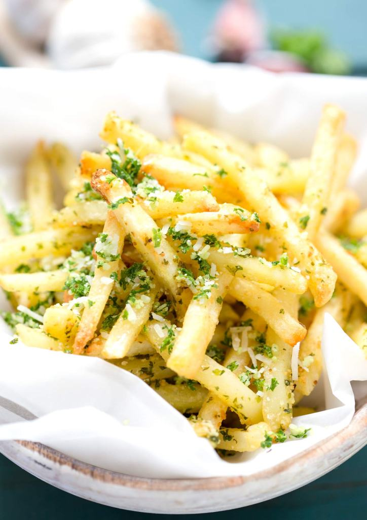 How to make McDonald's Gilroy Garlic Fries recipe skinny? Easy! Check out my tip and enjoy the skinny, homemade version of this fab flavour.