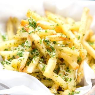 SKINNY GARLIC FRIES