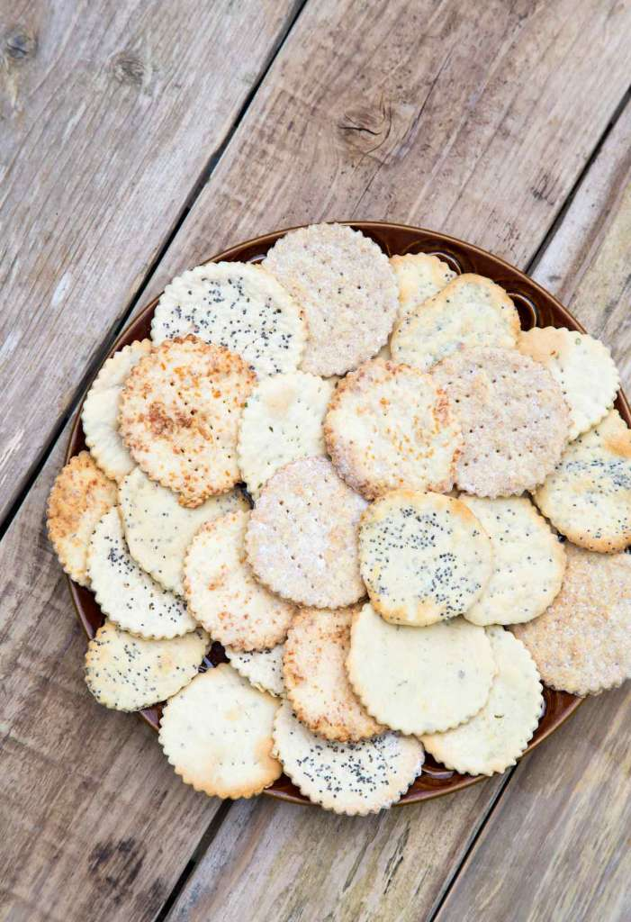 Roasted Garlic Biscuits recipe can be customized with your favourite herbs, seeds or cheese addition. 30min and a bowl of crackers is ready!