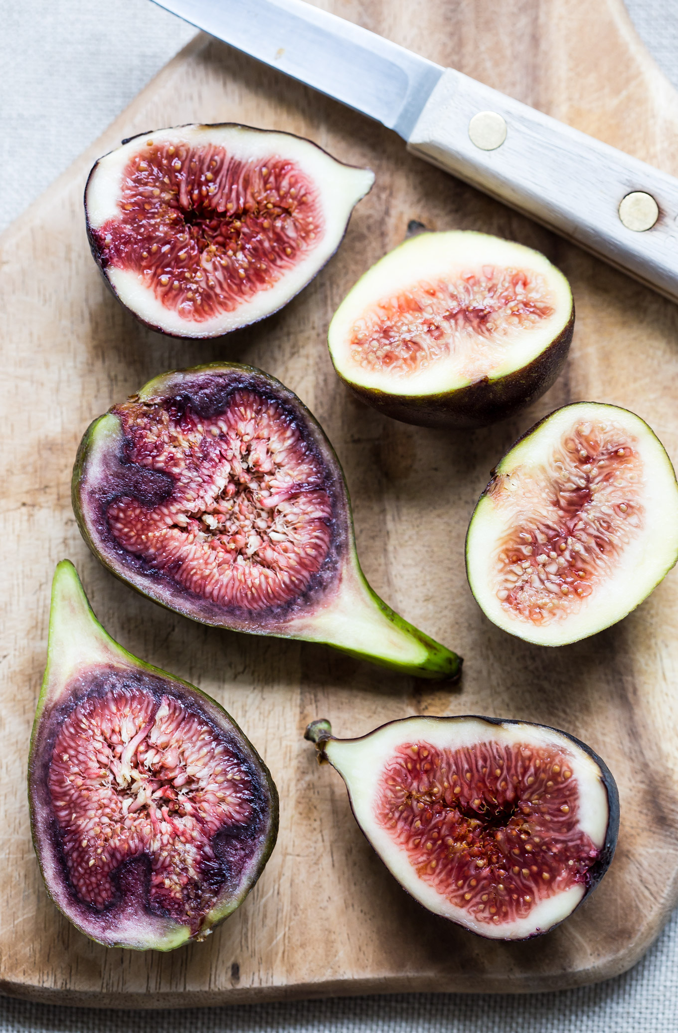 Fresh figs sliced in half lengthwise