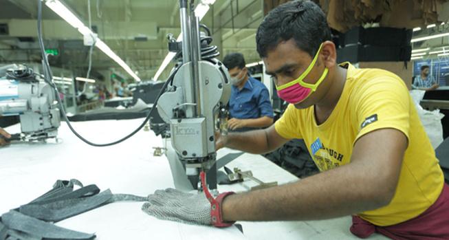 Fused edge in fabric cutting