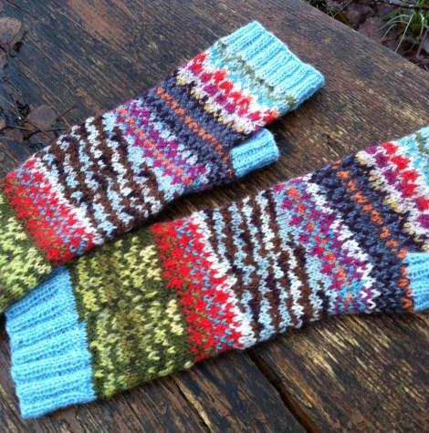 """Mine elskede """"pulsere"""", strikket efter Knitsonik-metoden. Inspiration: Røn i november :-)"""