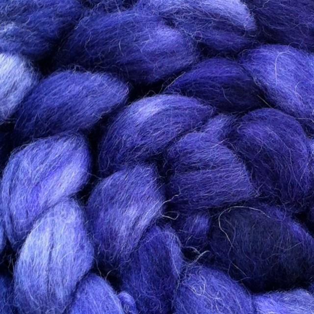 Farven er virkelig flot på finuld/gråmerino/lama-fiberblandingen ..