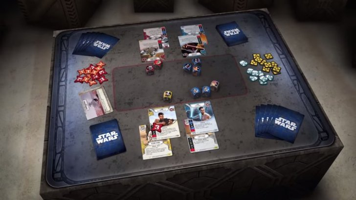 Star Wars Destiny disposto na mesa