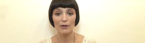 Vanessa Rozan ensina um truque para usar cílios postiços