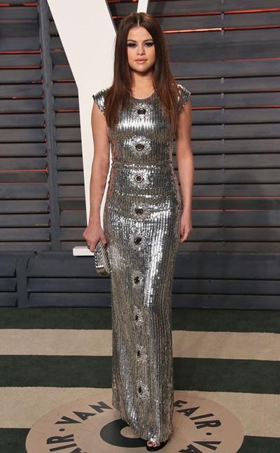 -selena-gomez-vestido-prata - roupa prata