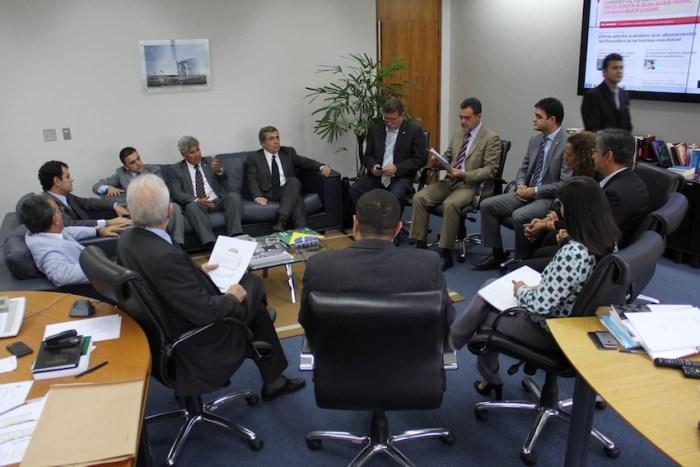 Rubens Júnior e um grupo de deputados quer que a PGR apure a responsabilidade criminal do deputado Jair Bolsonaro que homenageou o torturador do regime militar Brilhante Ustra durante o seu voto pelo impeachment