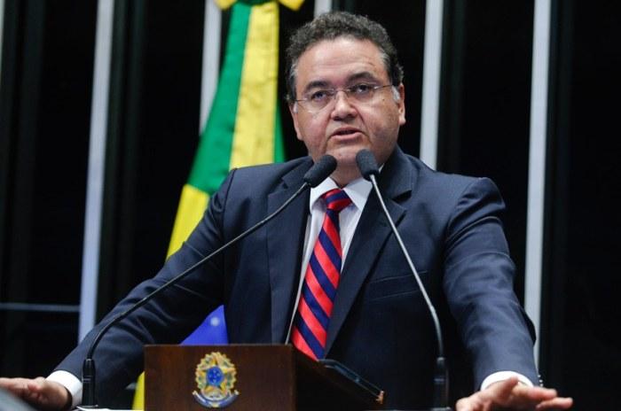O senador Roberto Rocha vota pelo impeachment de Dilma e manda duro recado para Flávio Dino