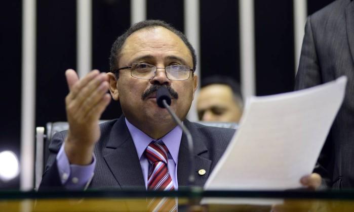 O presidente interino da Câmara, Waldir Maranhão garantiu a deputado que dará prosseguimento ao pedido de impeachment contra Temer