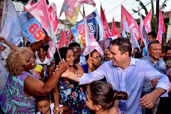 Edivaldo é recebido com festa e otimismo pelos moradores do Caratatiua
