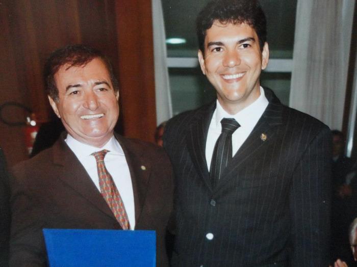 Eduardo Braide acompanhado do seu pai, o ex-deputado Carlos Braide, terá que provar que sua imagem de bom moço não passa de aparência