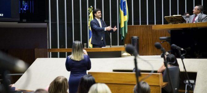 Rubens Júnior destaca investimentos do Estado em sessão solene para homenagear Uema