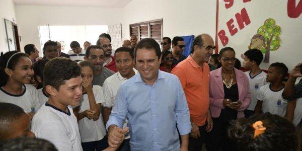 """""""Estamos mudando a realidade da educação municipal"""", diz prefeito Edivaldo em entrega de escola"""