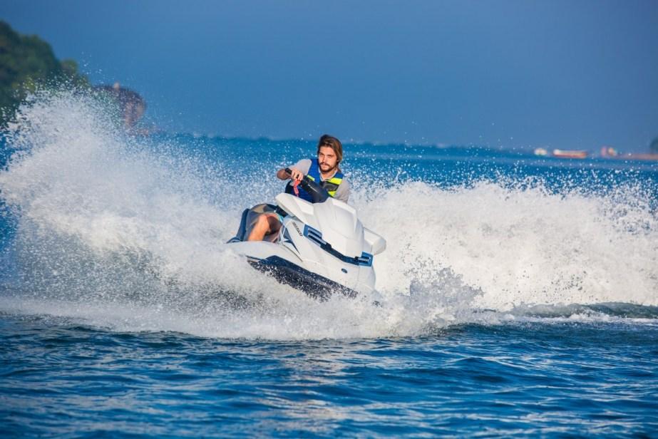 Cliente disfrutando del alquiler de una moto de agua en Garrucha con GAS.