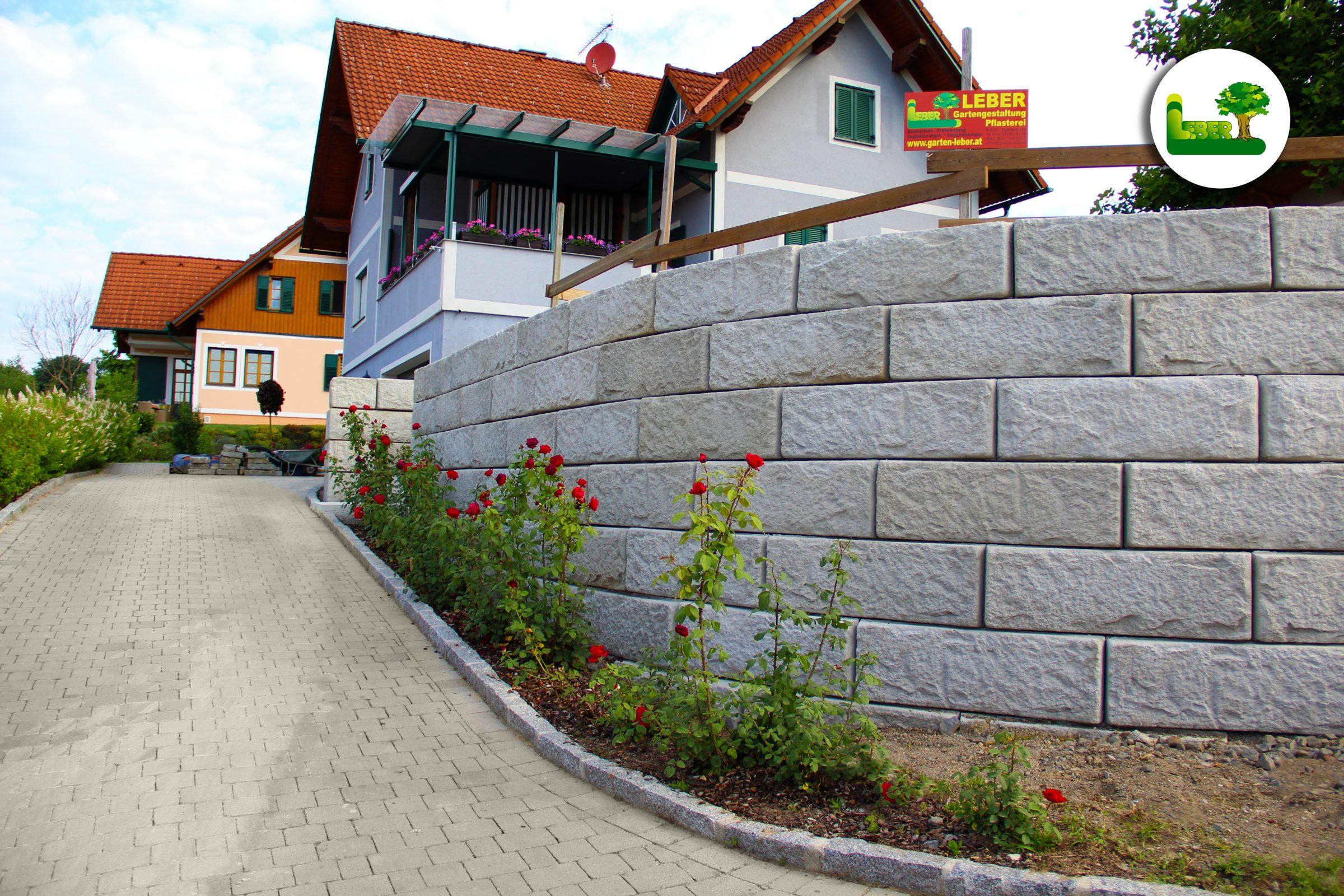"""Steinmauer mit """"SW-ReCon Stützwandsystem"""". -Garten Leber"""