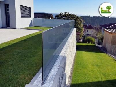 Terrasse und Zaun. -gartenleber