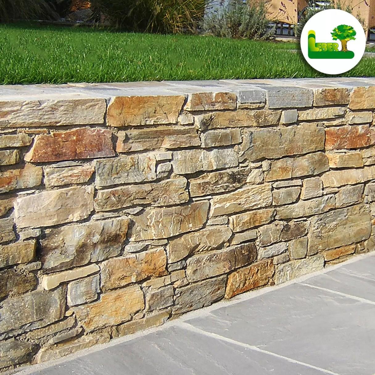Eine zierliche Natursteinmauer mit dem Baustoff Barge Quarzit. -garten leber
