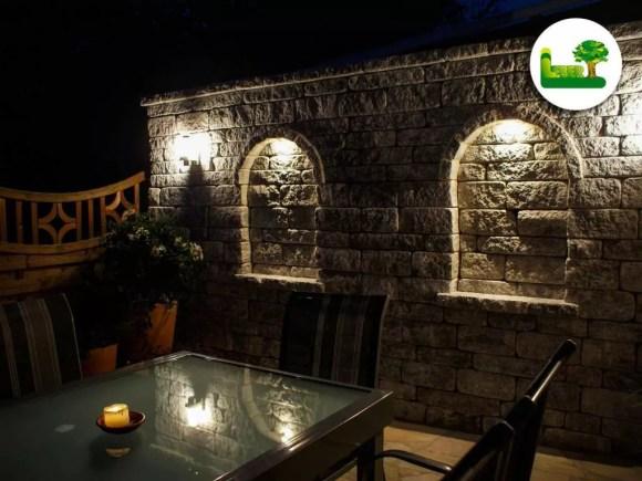 Der Gala Blockmauerstein bei Nacht mit passender Belichtung. -Ihre Mauer im Garten mit Garten Leber aus Jagerberg.