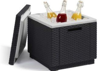 Polyrattan Kühlbox mit Eis und Getränken